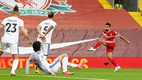 Mo Salah ghi hattrick giúp Liverpool khuất phục Leeds trong cơn mưa 7 bàn thắng ảnh 5