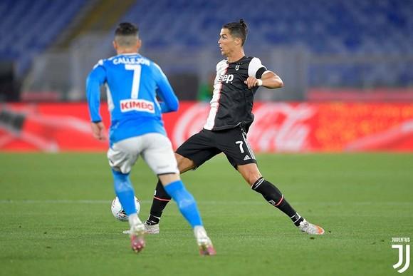 Cristiano Ronaldo trong trận gặp Napoli