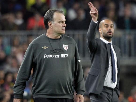 Pep Guardiola (phải) và Marcelo Bielsa