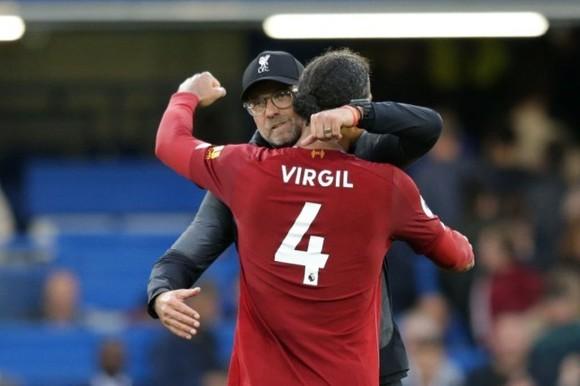 Liverpool sẽ chờ Van Dijk 'như người vợ hiền chờ chồng trong tù' ảnh 1