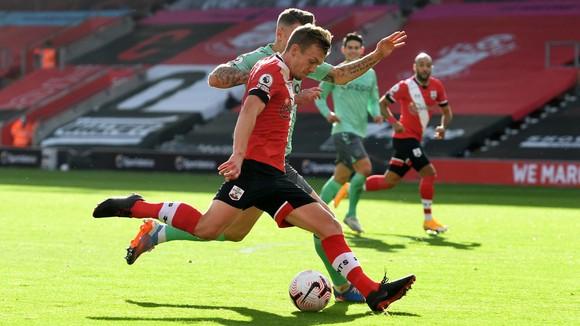 James Ward-Prowse mở tỷ số cho Southampton