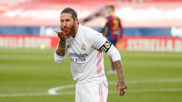 Barca khiếu nại: Chỉ có 6 quả phạt đền vì kéo áo trong 815 trận của VAR ảnh 1