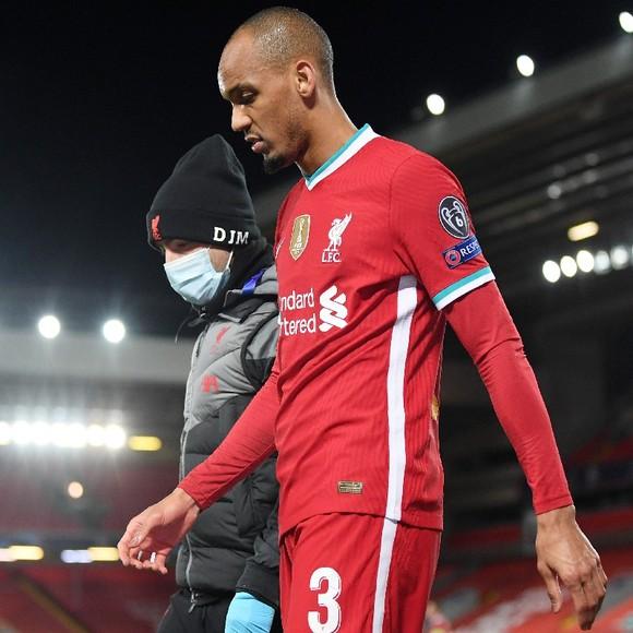 Liverpool lóe lên hy vọng trong cơn khủng hoảng chấn thương: Trung vệ Fabinho chỉ vắng mặt 3 trận ảnh 1