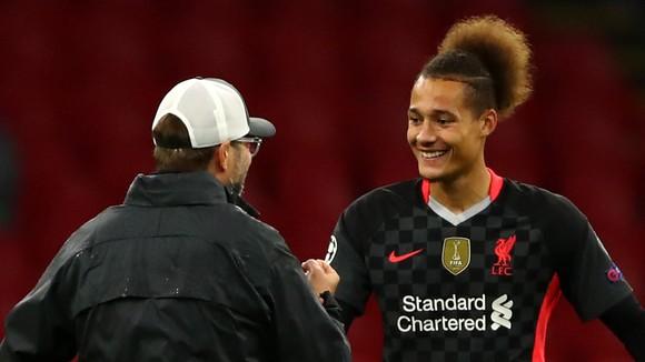 Liverpool lóe lên hy vọng trong cơn khủng hoảng chấn thương: Trung vệ Fabinho chỉ vắng mặt 3 trận ảnh 2
