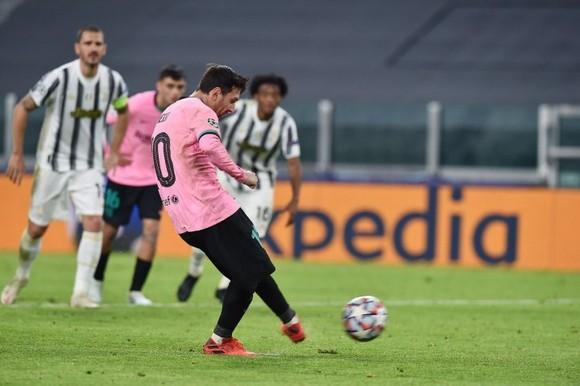 Messi ghi bàn ấn định tỷ số trên chấm 11m