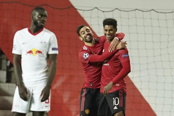 Các cầu thủ Man United ăn mừng chiến thắng