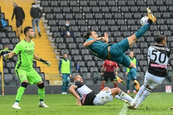 Pha ghi bàn ngoạn mục của Zlatan Ibrahimovic