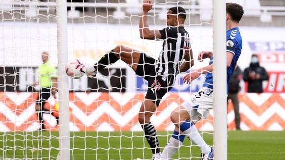 Thua Newcastle, Everton mất ngôi đầu bảng ảnh 2