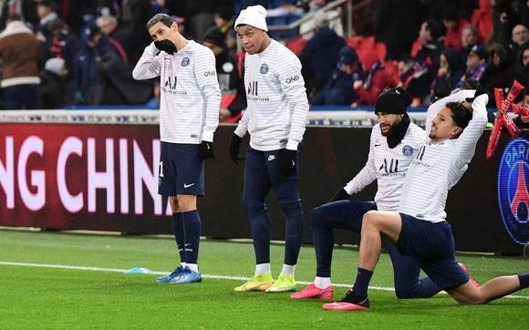Các cầu thủ PSG chuẩn bị cho trận đấu quyết thắng