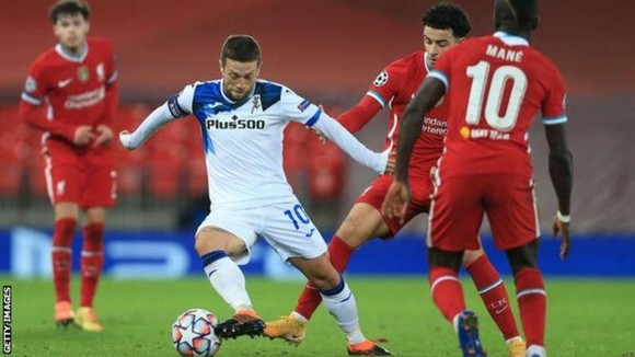 Đội trưởng Gomez đã xuất sắc kiến tạo 2 bàn thắng