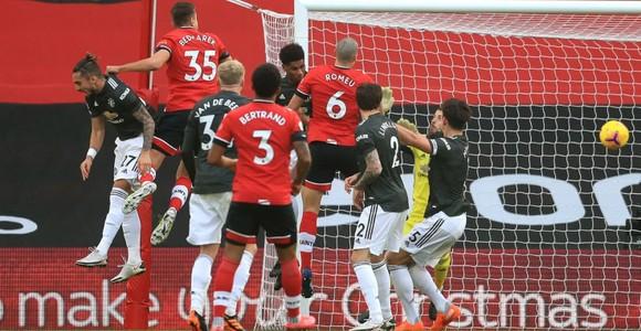 Cavani bùng nổ trong cuộc ngược dòng ngoạn mục của Man United ảnh 1