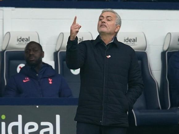 Jose Mourinho cho rằng Jurgen Klopp đang đánh đòn giò
