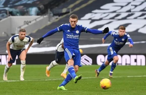 Gậy ông đập lưng ông, thua Leicester 0-2 Tottenham tụt xuống thứ 5 ảnh 3