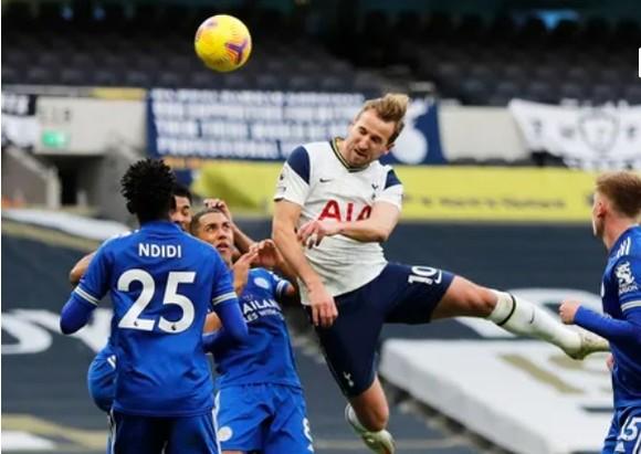 Gậy ông đập lưng ông, thua Leicester 0-2 Tottenham tụt xuống thứ 5 ảnh 1