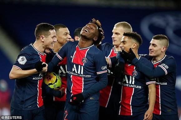 PSG thắng Strassbourg 4-0