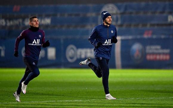 Mauro Icardi (phải) đang nỗ lực tập luyện để kịp ra sân trận đầu tay của ông thầy mới