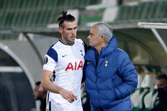 Jose Mourinho yêu cầu Gareth Bale gắng sức giúp đội