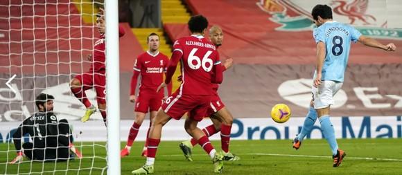 Phil Foden tỏa sáng giúp Manchester City nhấn chìm pháo đài Anfield ảnh 3
