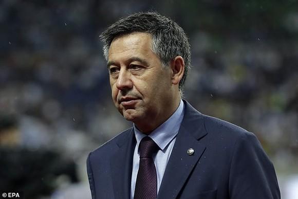 Cựu chủ tịch Barca Josep Bartomeu bị bắt vì thuê truyền thông bôi nhọ Messi ảnh 1