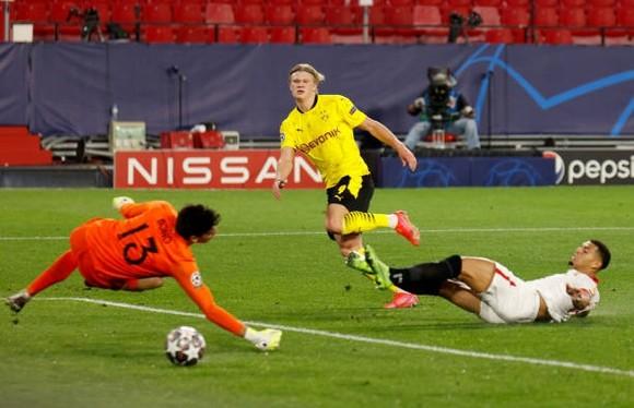 Borussia Dortmund - Sevilla (lượt đi 3-2): Nỗi khiếp sợ Erling Haaland ảnh 1