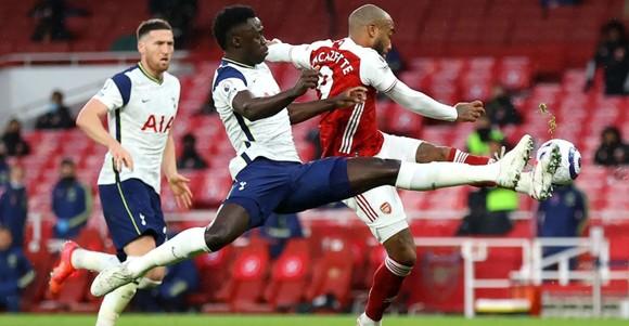 Siêu phẩm của Lamela không cứu nổi Tottenham trong trận derby London ảnh 3