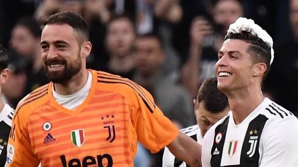Carlo Pinsoglio và Ronaldo