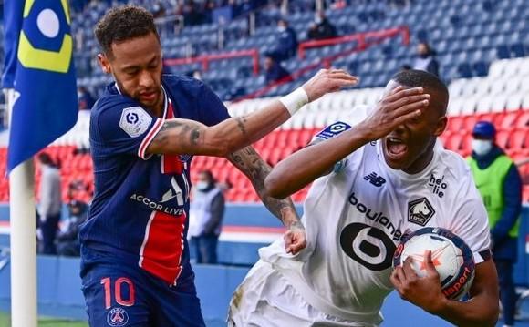 Bị lãnh thẻ đỏ, Neymar vẫn xung đột với Djalo trong đường hầm ảnh 1