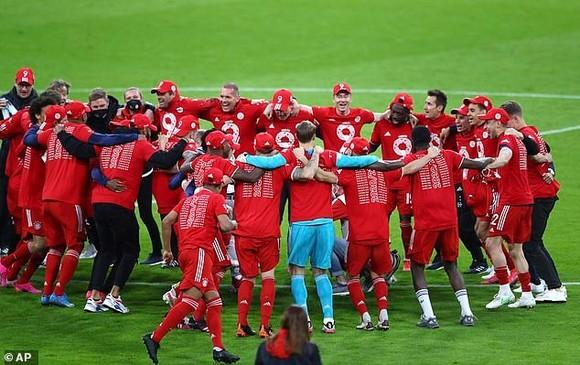 Bayern ăn mừng danh hiệu thứ 9