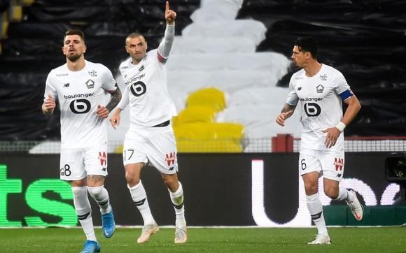 Các cầu thủ Lille mừng chiến thắng
