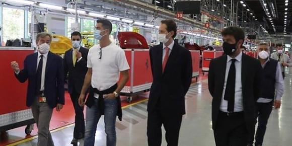 Ronaldo bỏ tập để tham gia sự kiện và mua xe Ferrari ảnh 2