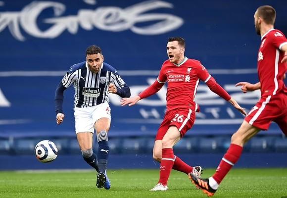 Thủ thành Alisson ghi bàn phút cuối, Liverpool sống lại hy vọng tốp 4 ảnh 1