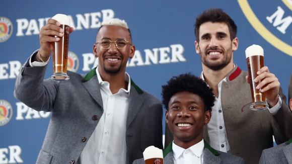 David Alaba, Jerome Boateng (trái)  và Javi Martinez (phải)