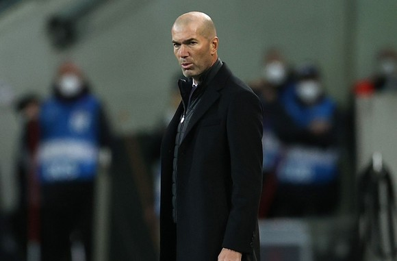 Zidane ra đi vì Chủ tịch Florentina Perez không nỗ lực đầu tư xây dựng đội ngũ mới