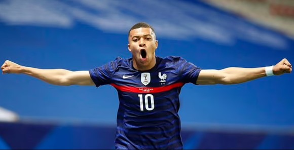 """Benzema """"tự hào"""" trở lại giúp Pháp đánh bại Xứ Wales ảnh 1"""