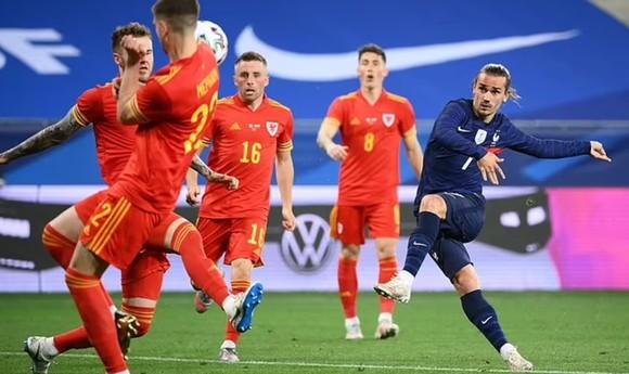 """Benzema """"tự hào"""" trở lại giúp Pháp đánh bại Xứ Wales ảnh 2"""