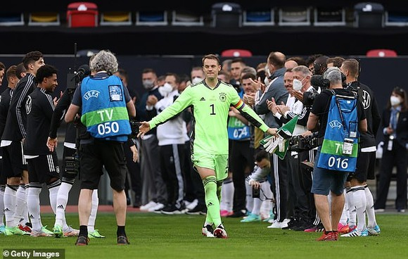 Manuel Neuer đi vào lịch sử bóng đá Đức