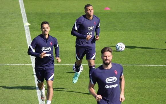Buổi tập của tuyển Pháp rất căng thẳng
