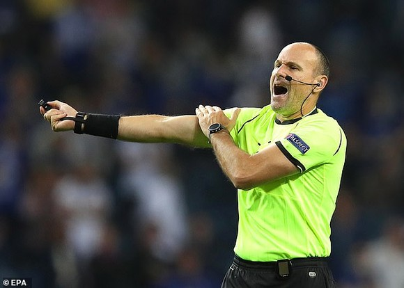 Điều luật mới ở EURO 2020: Bóng vô tình chạm tay sẽ không bị phạt đền  ảnh 3
