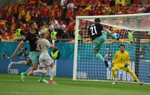 Áo – Bắc Macedonia 3-1: Alaba và Arnautovic tỏa sáng giúp Áo thắng trận đầu tiên ở Euro ảnh 1