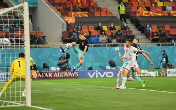 Áo – Bắc Macedonia 3-1: Alaba và Arnautovic tỏa sáng giúp Áo thắng trận đầu tiên ở Euro ảnh 2