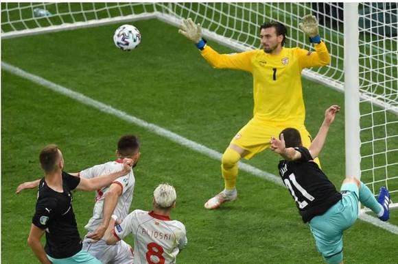 Áo – Bắc Macedonia 3-1: Alaba và Arnautovic tỏa sáng giúp Áo thắng trận đầu tiên ở Euro ảnh 3