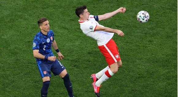 Ba Lan – Slovakia 1-2: Lewandowski mất dạng, Milan Skriniar nhấn chìm 10 cầu thủ Ba Lan ảnh 6