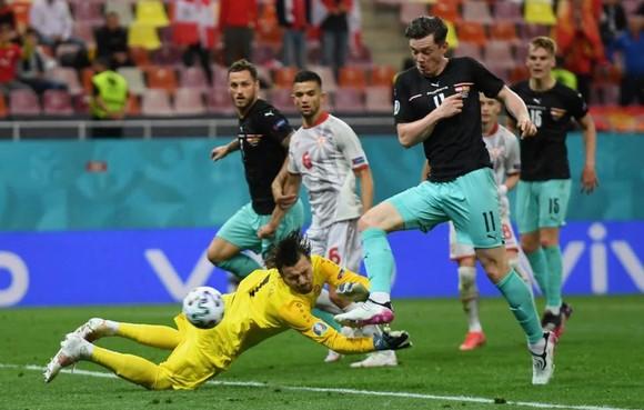 Áo – Bắc Macedonia 3-1: Alaba và Arnautovic tỏa sáng giúp Áo thắng trận đầu tiên ở Euro ảnh 5