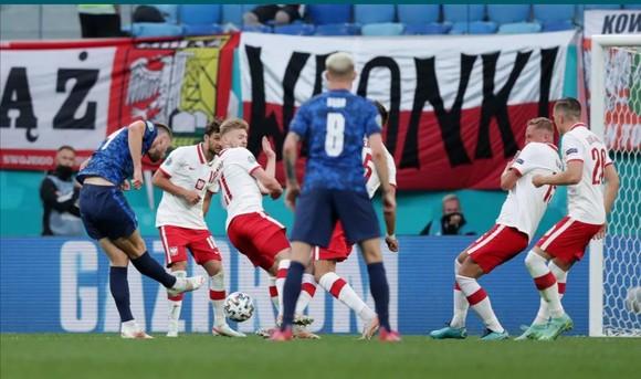 Ba Lan – Slovakia 1-2: Lewandowski mất dạng, Milan Skriniar nhấn chìm 10 cầu thủ Ba Lan ảnh 4