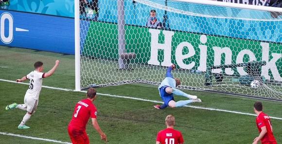 Đan Mạch – Bỉ 1-2, Quỷ đỏ ngược dòng khi Hazard và De Bruyne xuất trận ảnh 4