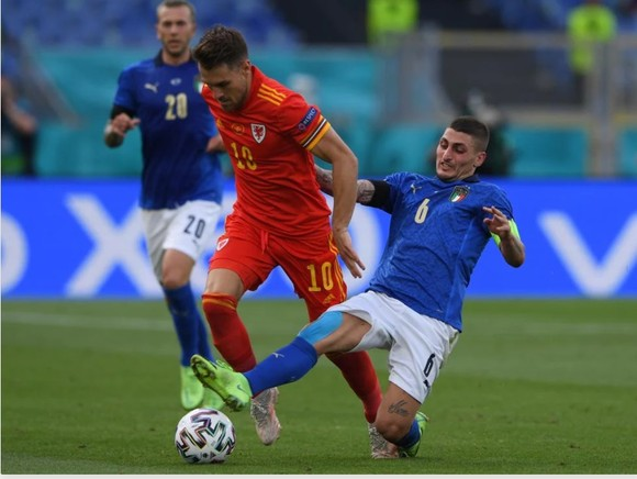 Chuyền bóng hay, Marco Verratti còn th8u75c hiện những cú tắc bóng chính xác và hiệu quả
