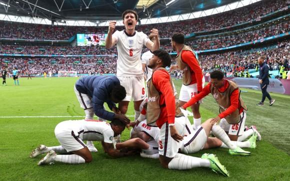 Tam sư mừng bàn thắng của Harry Kane