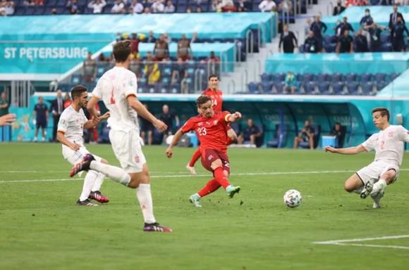 Tây Ban Nha – Thụy Sĩ 1-1 (luân lưu 3-1): Bò tót vào bán kết khi Unai Simon tỏa sáng trên chấm 11m ảnh 2