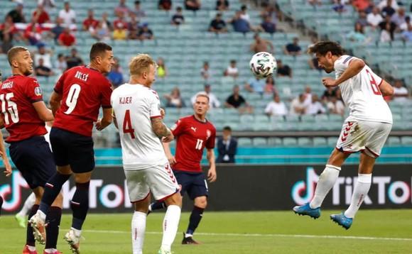 CH Séc – Đan Mạch 1-2: Lính chì hiên ngang vào bán kết, Schick bắt kịp Ronaldo ảnh 1