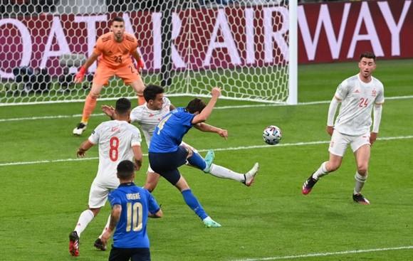 Italia – Tây Ban Nha 1-1 (4-2 luân lưu) Morata từ người hùng thành tội đồ, chân sáo Jorginho đưa Azzurri vào chung kết ảnh 2